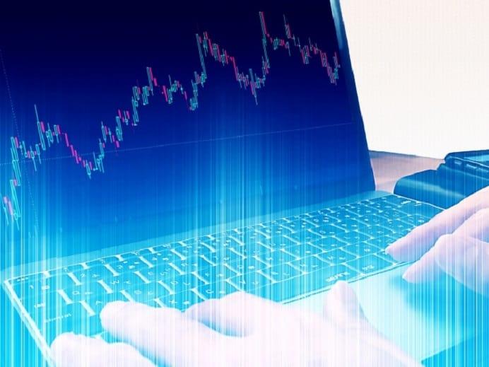 PCで株価チャート見ている