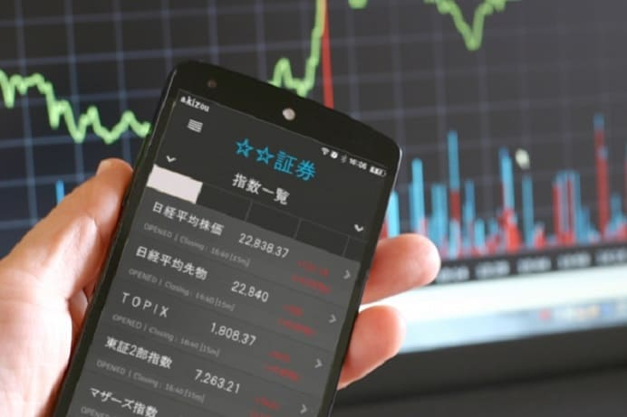 携帯で株価を確認